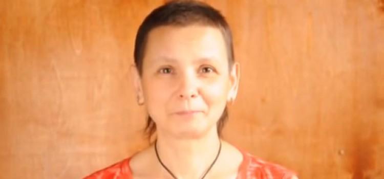 Лариса Покрова Сыроед из Сибири, излечившаяся от очень серьёзных болезней, возраст 46 лет. Видеообращение к Алле Борисовне Пугачёвой – от души.